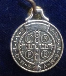 "Medalla san Benito - 1,70 cm de diámetro ""bolsa de 6 UNIDADES"" sin manipulación"