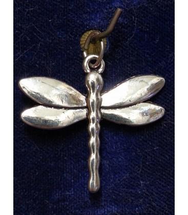 Amuleto libélula